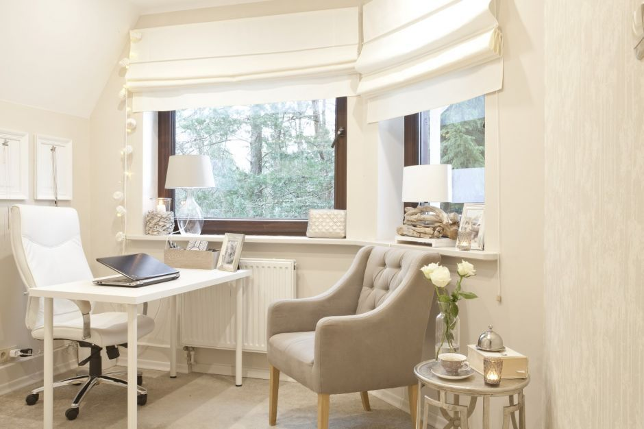 Kleines Arbeitszimmer ~ Gemütliches kleines büro in hellen creme und weißtönen