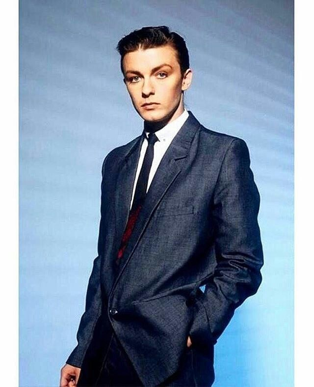 A #young #eighties #80s @Ricky Gervais #seonadancing# ...