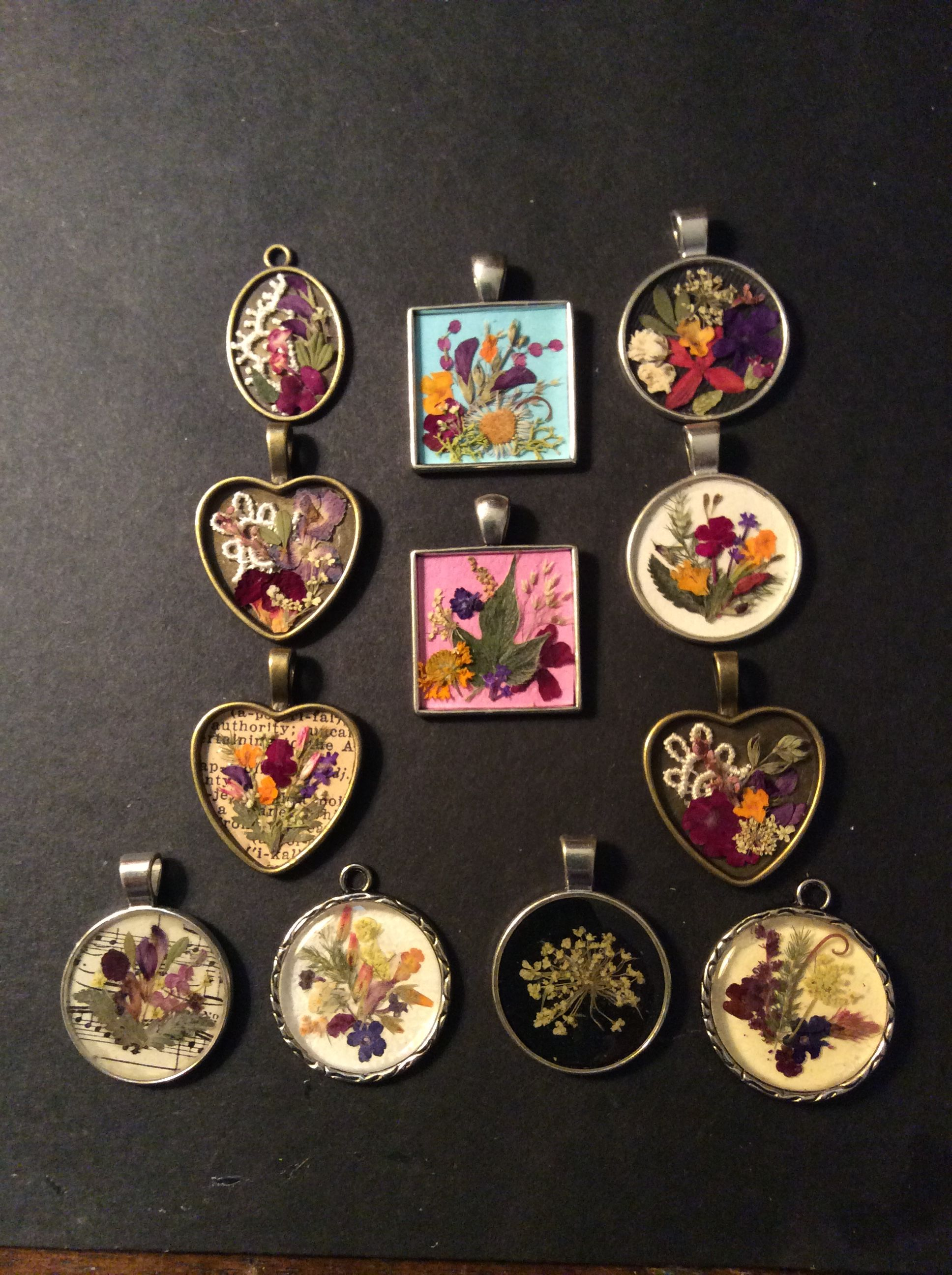 Pin By Judy Stephenson On Preserved Pressed Flower And Resin Designs Pressed Flower Art Resin Jewelry Resin Design
