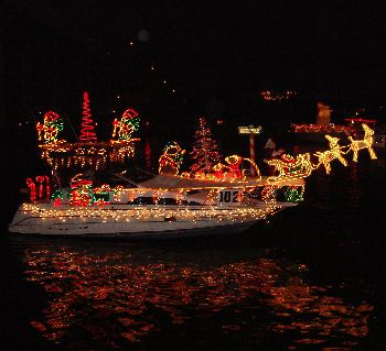Christmas Boat Decorating Google Search Boat Parade Beach