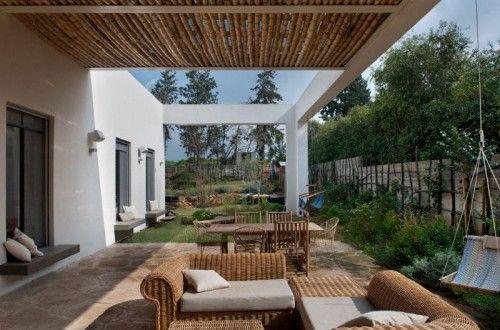 Villa tuin met overdekte patio leuke tuin ideeën