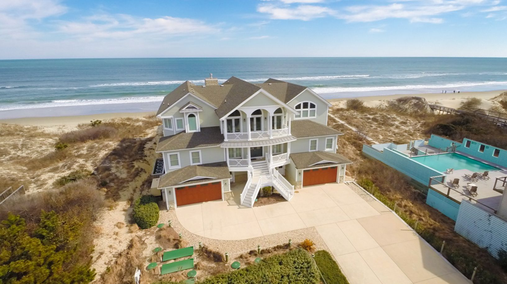 The Perfect Storm  J10915 is an Outer Banks Oceanfront