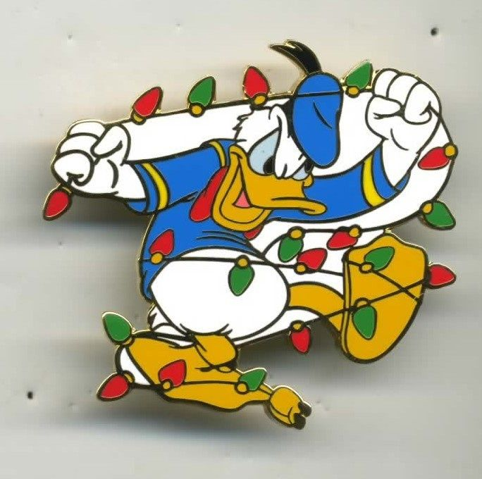 DISNEY 2002 CAST CHRISTMAS HOLIDAY PARTY DONALD TANGLED LIGHTS PIN LE 2000