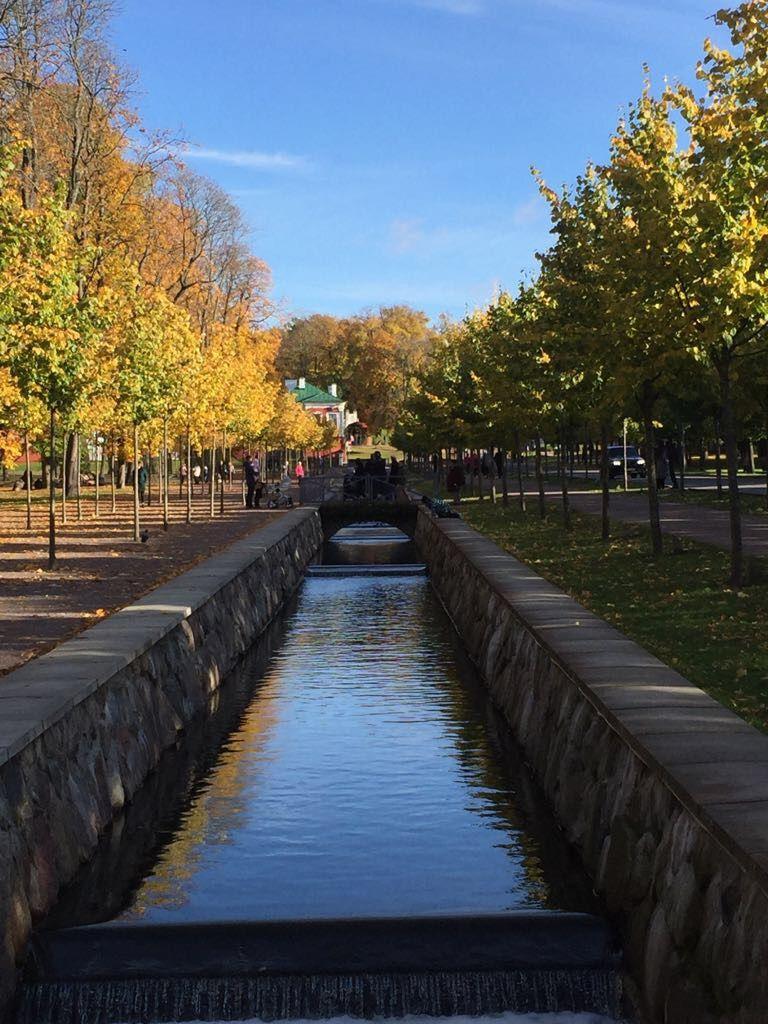 Tämä kanaali kulkee Kadriorgin puistossa. Puisto on Viron suurin kaupunki- ja palatsipuisto. Se on noin 70 hehtaarin kokoinen. Ellet ole vielä käynyt puistossa, sisällytä se seuraavan matkasi ohjelmaan. #eckeröline #tallinna #kadriorg