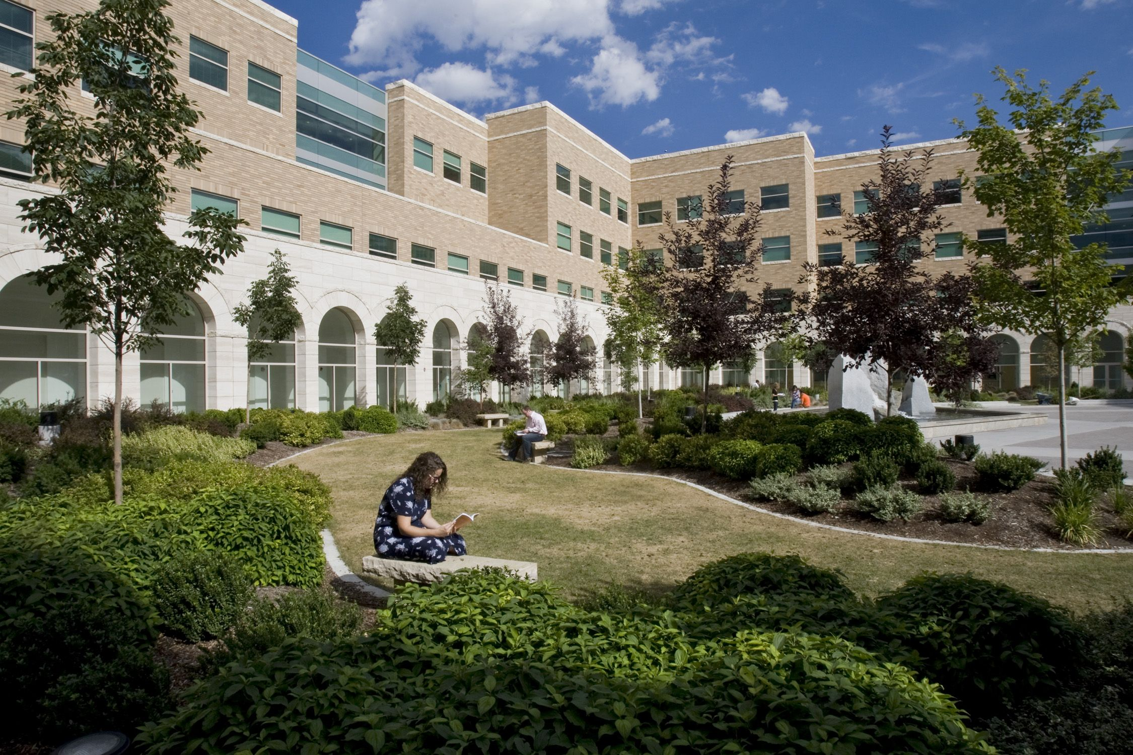 Jfsb Courtyard College Campus Mansions Campus