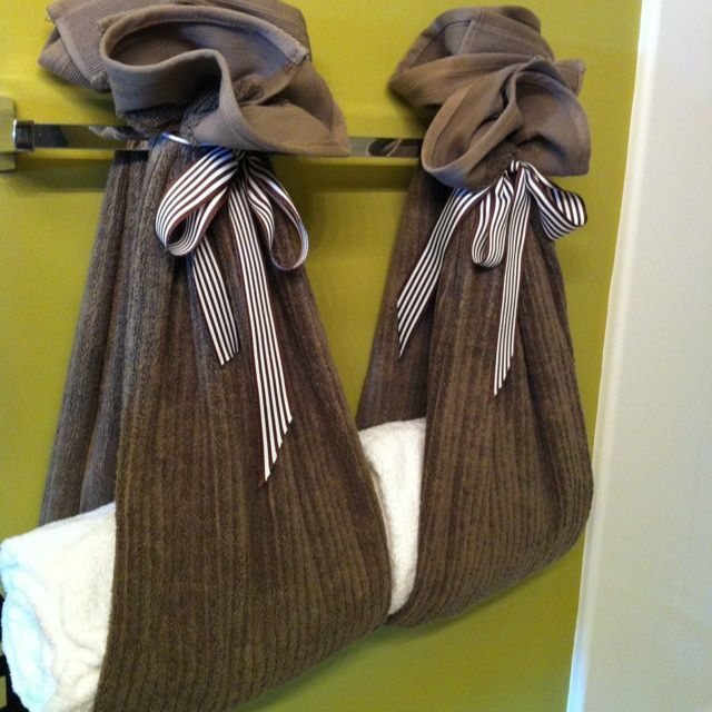 Another Clever Bathroom Towel Display The Wring Is A Gift Too Pinterest Towels And