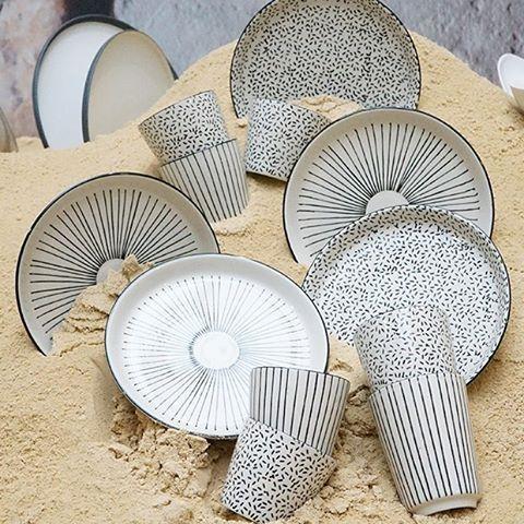 le naturel s 39 invite votre table avec ces assiettes et ces tasses en gr s de notre nouvelle. Black Bedroom Furniture Sets. Home Design Ideas
