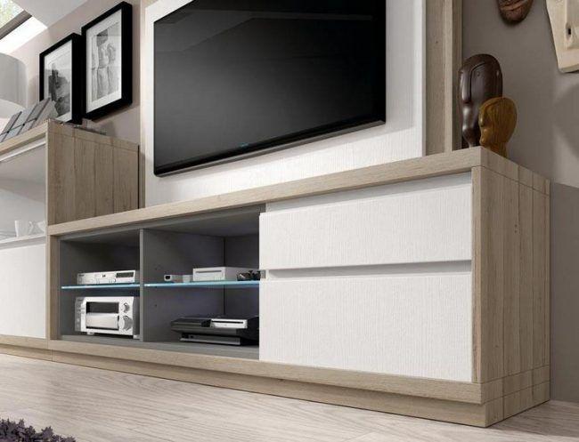 home-entertainment-zuhause-moebel-helles-holz-matt-weisse-fronten - badezimmer accessoires holz