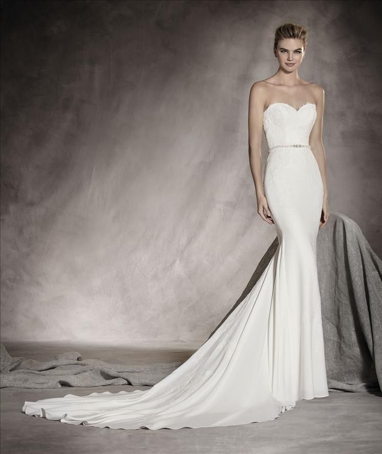 Pronovias Sweetheart Sheath Gown In Lace Classic And Elegant Wedding Gown In Crepe And T Pronovias Wedding Dress Wedding Dresses Strapless Wedding Dress Styles