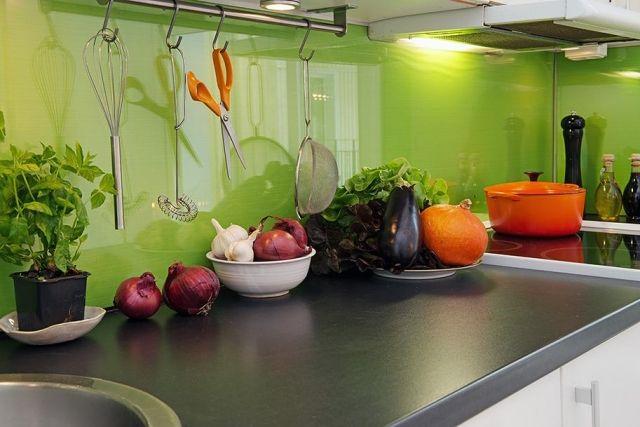 küche rückwandgestaltung glas spritzschutz grüne farbe kitchen - spritzschutz küche glas