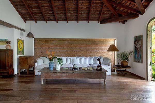 Enchanting Brazilian Home Blends Rustic And Modern Details Salones Rusticos Muebles De Sala Modernos Decoracion Hogar