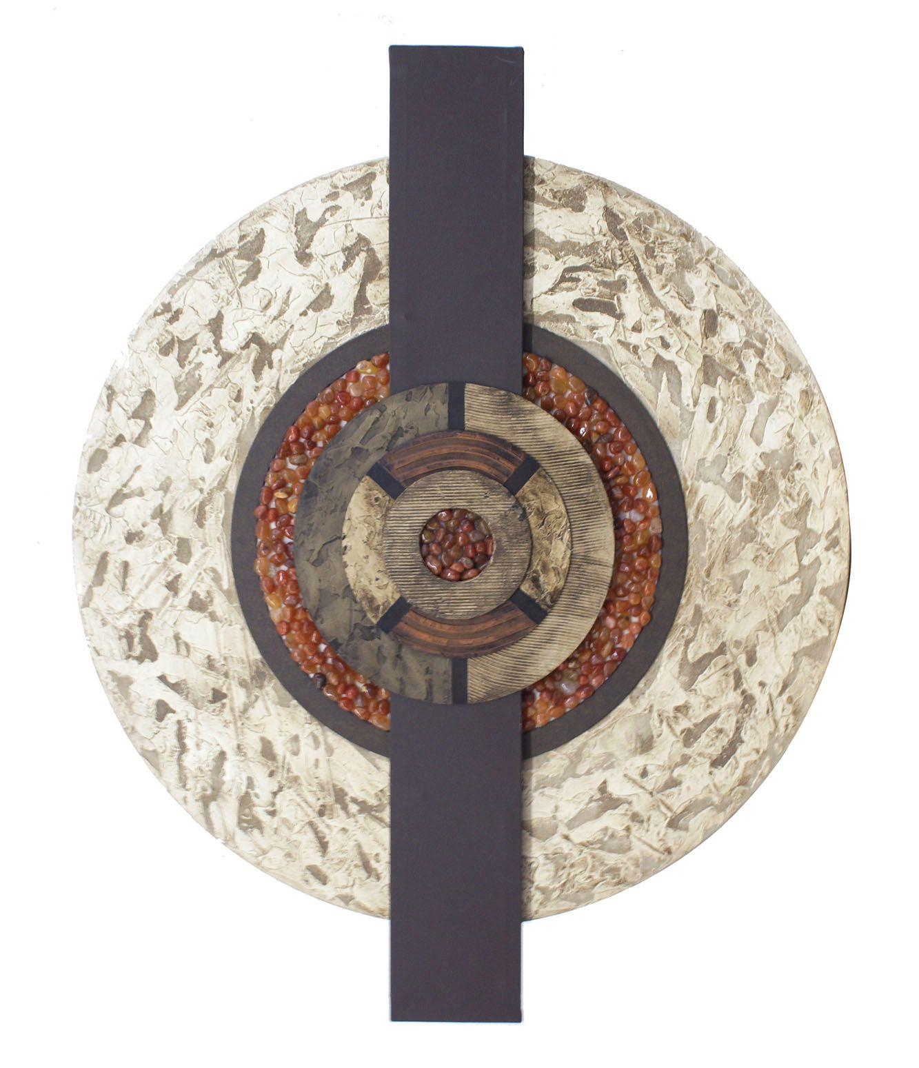 Mandala decorativa em MDF texturizado e betumado, com aplique de pedrinhas naturais em tom caramelo e sobreposição de escultura em MDF, pintado em tom tabaco e betumado - Ø 90 cm - 14150 - R$ 350,00.