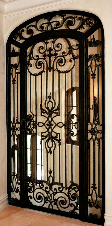 Love this iron door w cross old world mediterranean italian spanish tuscan homes design - Schmiedeeiserne gartenmobel ...