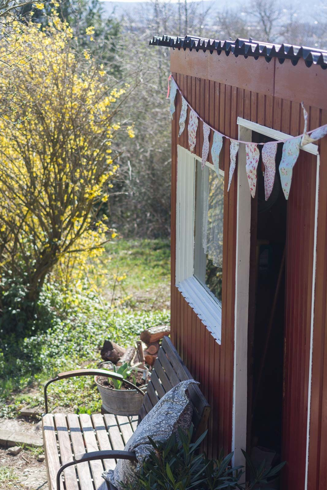 Gartenhauschen Renovieren Mit Dem Garten Fraulein Garten Gartenhaus Gartengestaltung