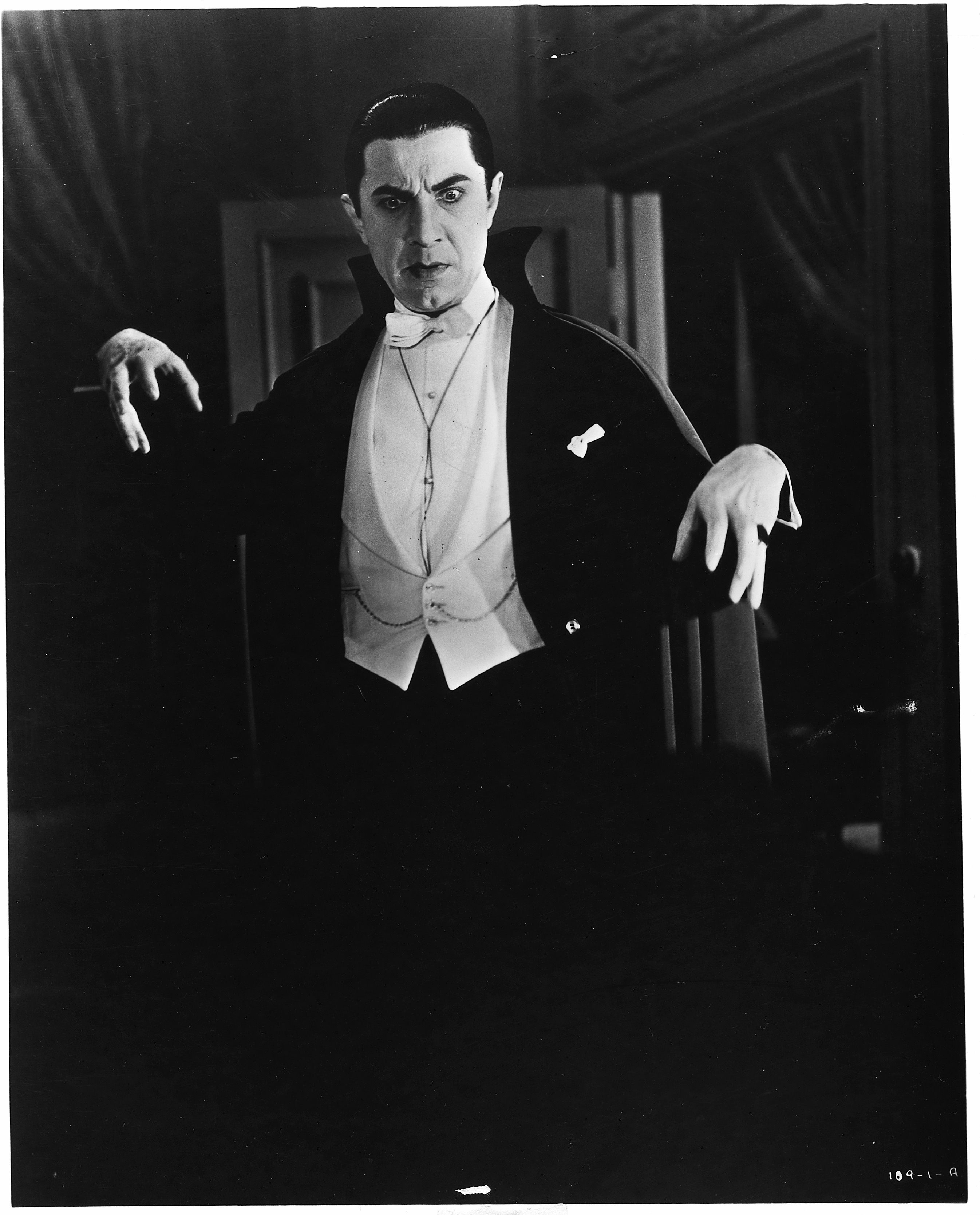 the role of characters in dracula and Again and again in the novel the characters are unable to believe the occult things occurring and try to explain those events using non-occult means active themes later that day, at noon, mina looks at lucy , sleeping soundly, as sees that lucy has a small cut and trickle of blood at her throat.