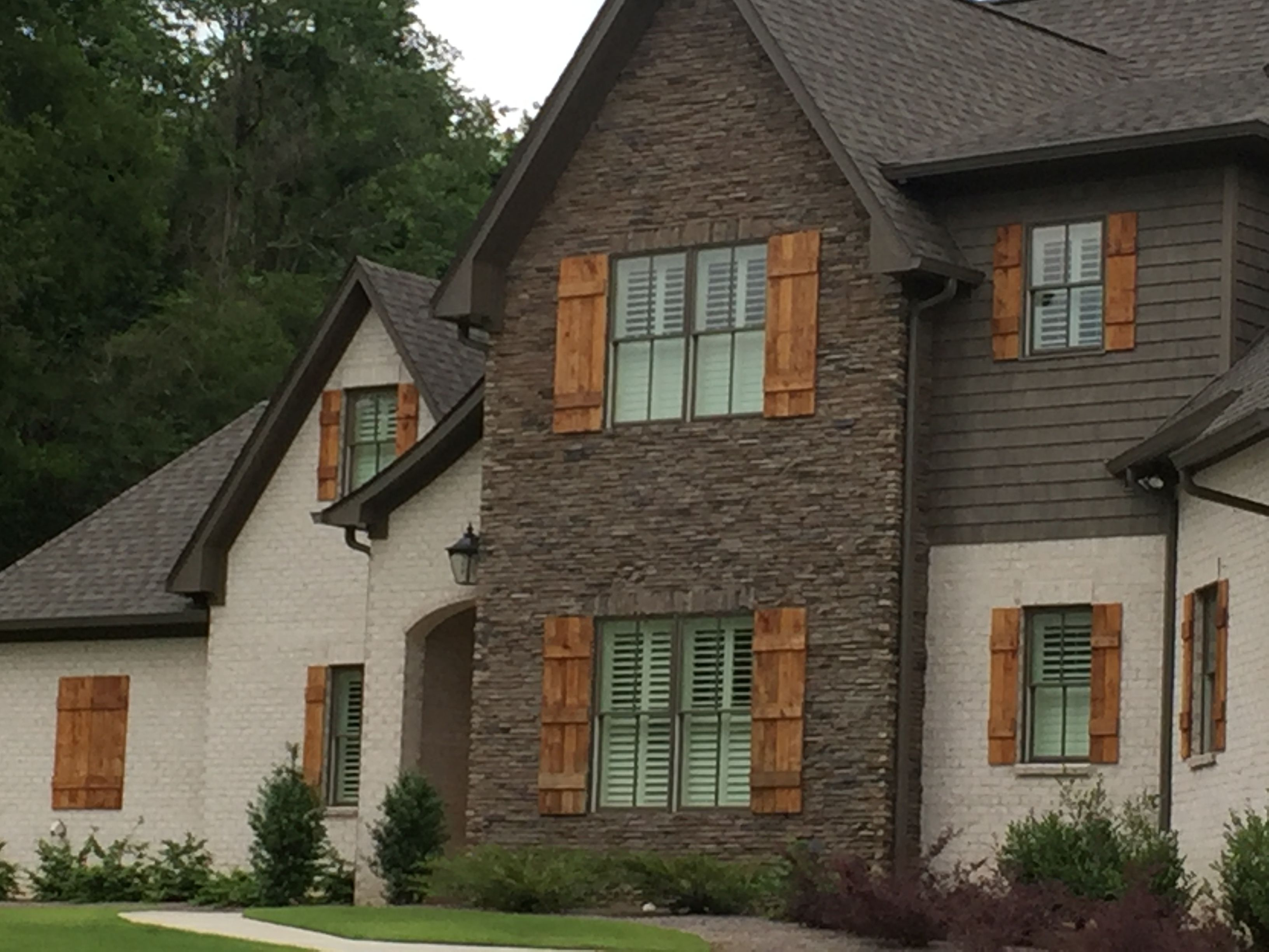 West contemporary exterior raleigh by triangle brick company - Woodhaven Tudor Brick With Savannah Ivory Mortar