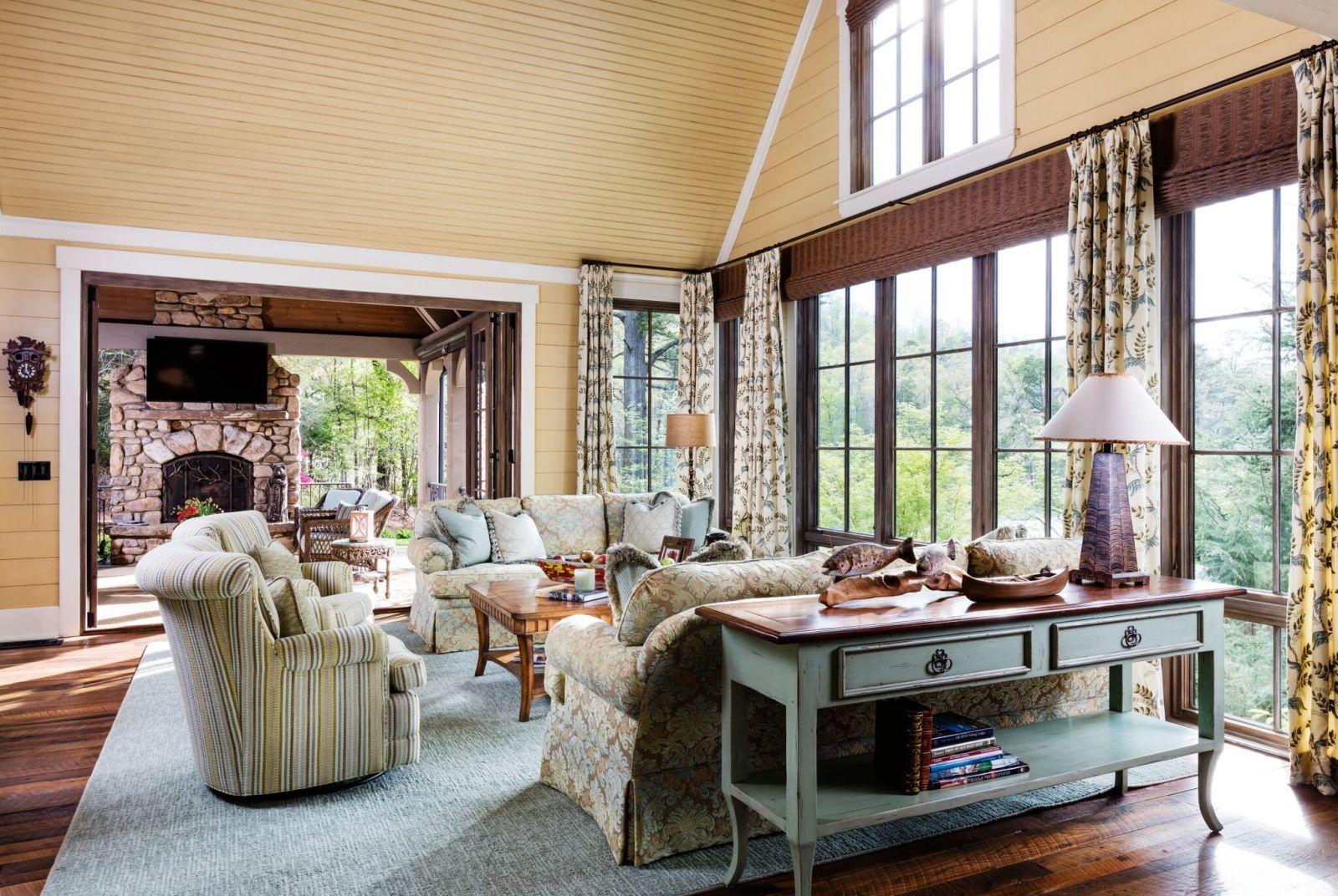 Take a peek inside alan jacksonus gorgeous lakefront home rustic