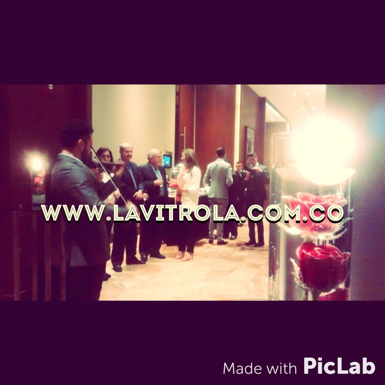 Anoche un Hit total nuestro show de Violinista con DJ en el grado de Felipe Bernal. No busques más YA nos encontraste!!! #events #eventos #eventsmusic #music #musica #matrimonio #MusicaBoda #musicaEventos #MusicaMatrimonio #violin #violinist #LaVitrola #vitrola #bogota #colombia