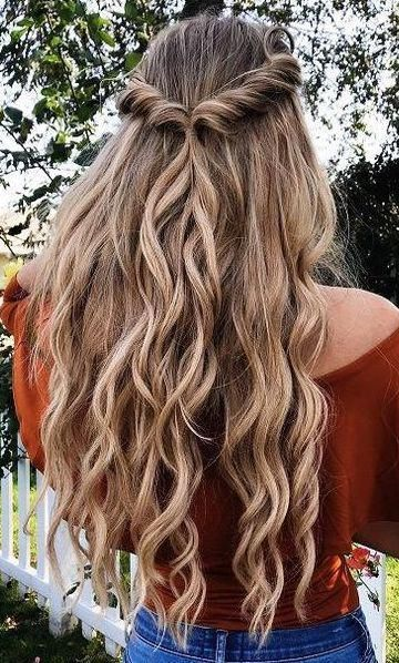 Gorgeous Hairstyle For Long Curly Hair That Takes No Time To Do Longhairbraids Hair Styles Prom Hair Down Half Up Hair