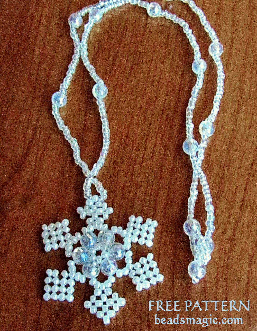 Free pattern for Snowflake pendant en 2018 | Free Beading Patterns ...