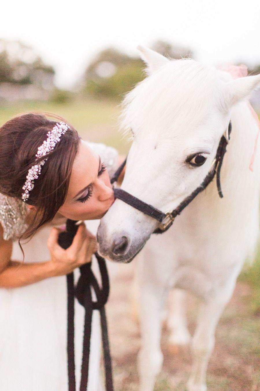 Colorful Outdoor San Antonio Wedding Tiere Hochzeit Pferde