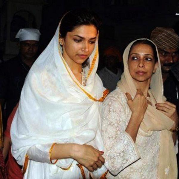 Deepika Padukone With Mother Ujjala At Ajmer Sharif Dargah Deepika Padukone Hot Actresses Actresses