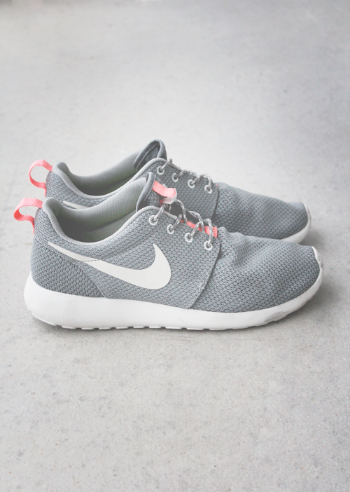 womens nike roshe run hyp pink grey