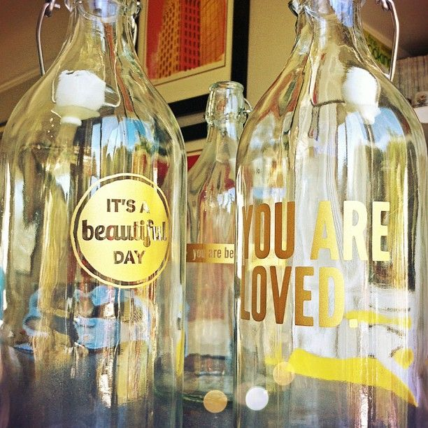 vinyl bottle decals from the wanderlust. lovely summer gifts! #splendidsummer