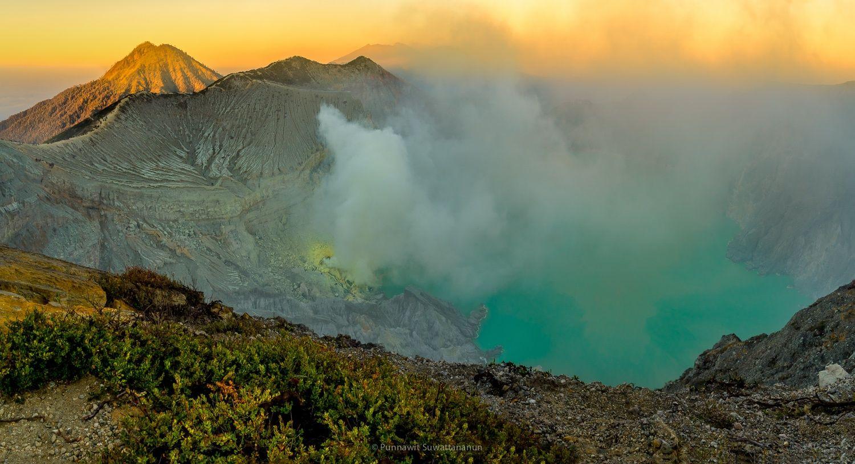 Sunrise at Kawah Ijen by Punnawit Suwattananun on 500px
