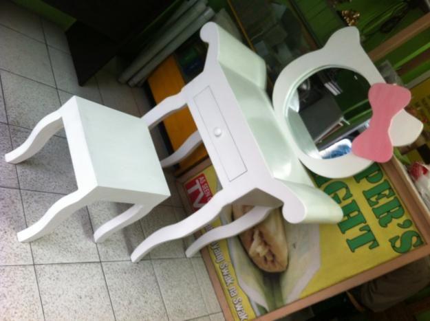 Kahoy World Hello Kitty Vanity table Resimleri. Hello Kitty Vanity   Mirror with Stool   Najarian Furniture   Toys