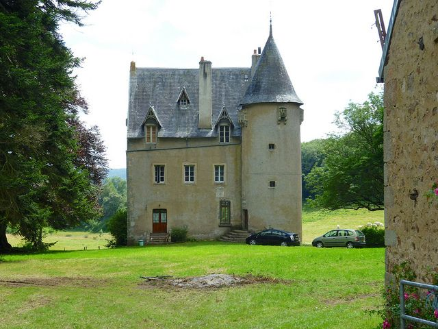 Château de Réglois, Nièvre, Bourgogne France by Kentishman, via Flickr