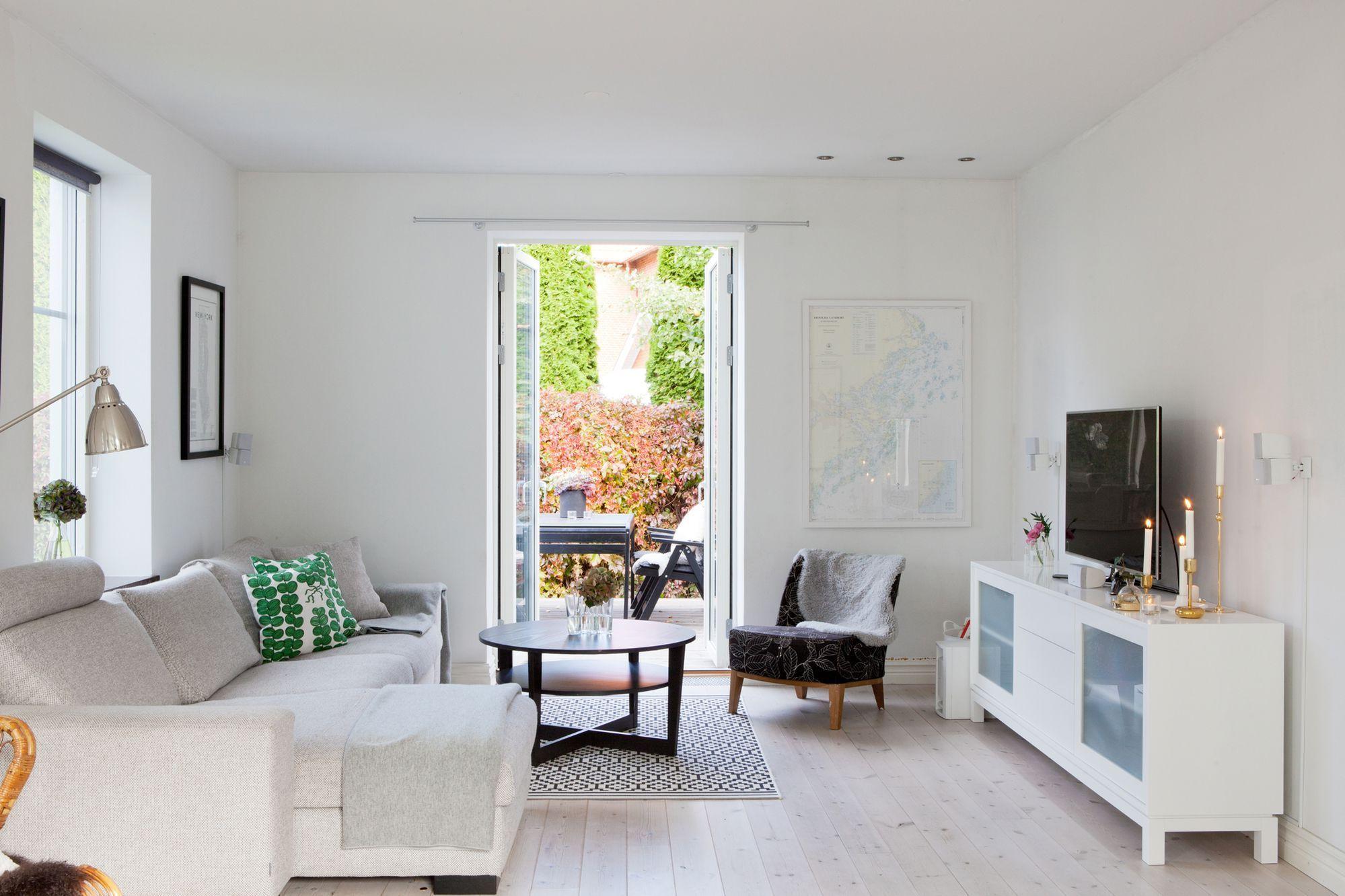 Las Casas N Rdicas Modernas Y El Espacio Sillas Eames Estilo  ~ Decorar Apartamento Pequeño Ikea