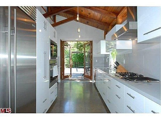 Hunger Games Star Josh Hutcherson Closes On Heath Ledger S Former Hollywood Hills Home Home Home Structure House