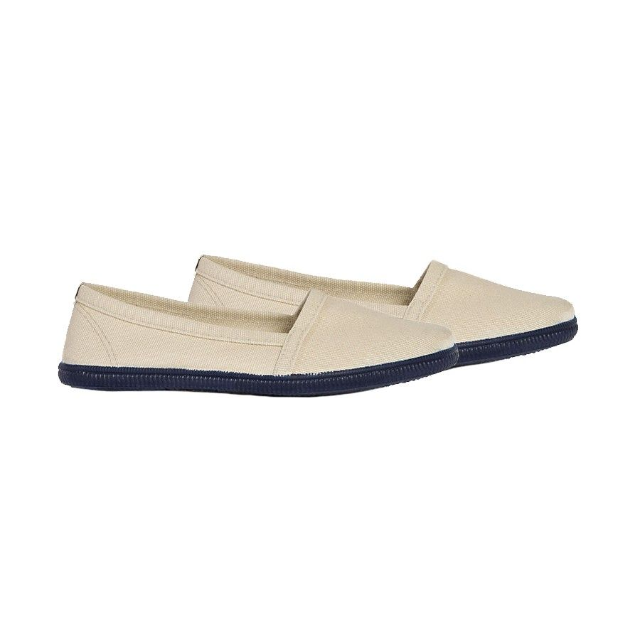 the latest aeb24 9dba7 38. Un paio di scarpe spagnole senza lacci in tela di cotone ...