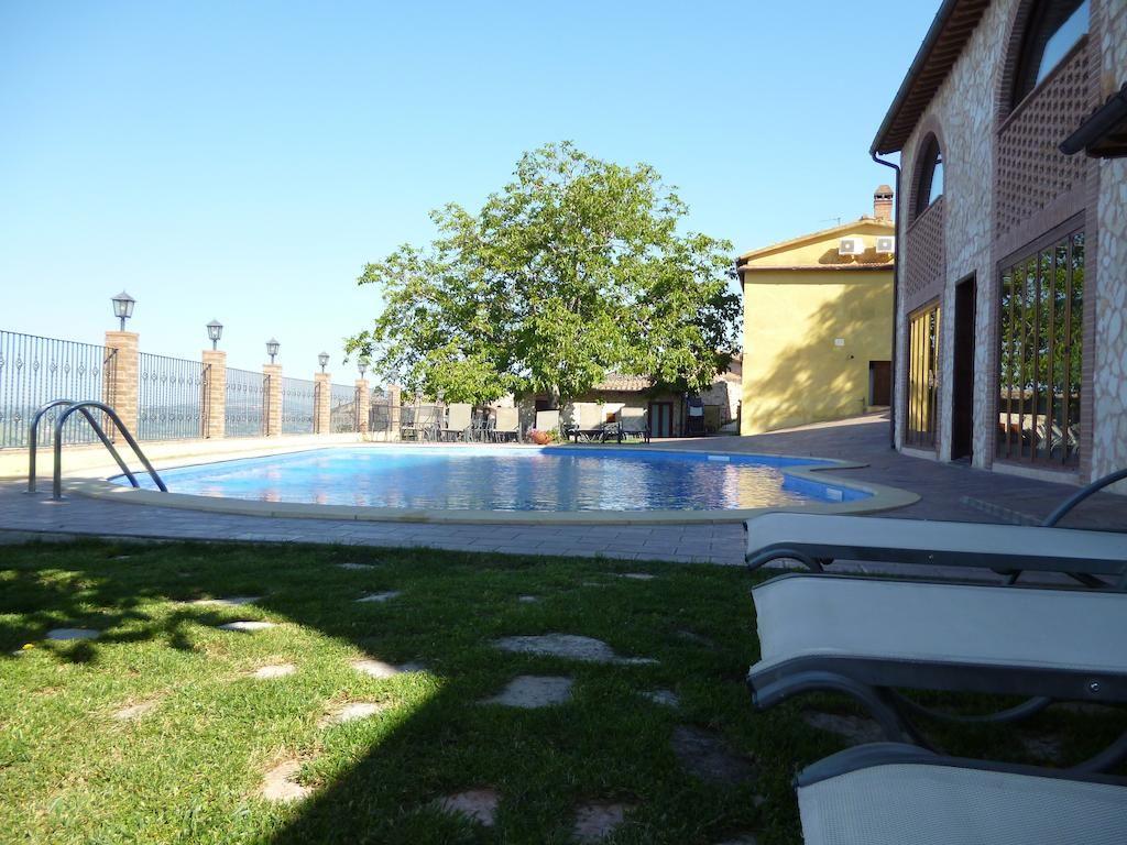Spazio esterno, Solarium per gli ospiti Piscina