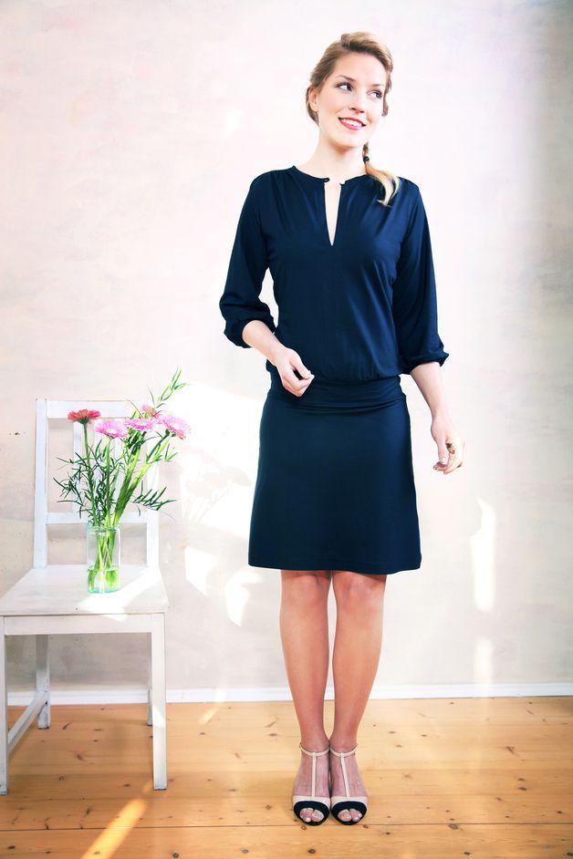 Dunkelblaues Jerseykleid Schlicht Elegant Dark Blue Simple Jersey Dress By Mirastern Via Dawanda Com Kleider Dawanda Kleider Und Elegante Kleider