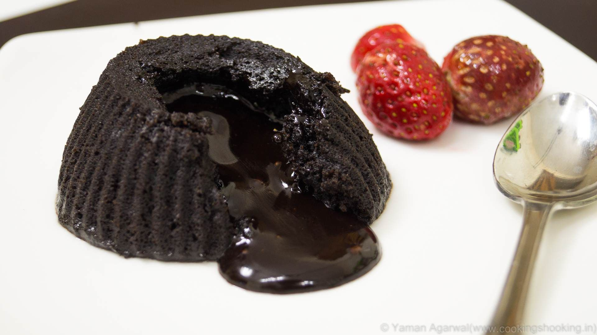 Eggless Choco Lava Cake in Microwave in 2 Minutes – Chocolate ...