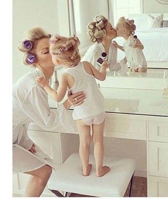 Coiffure Mere Et Fille Journee Bigoudis Et Coiffure Hair Quotes Curlers Hair