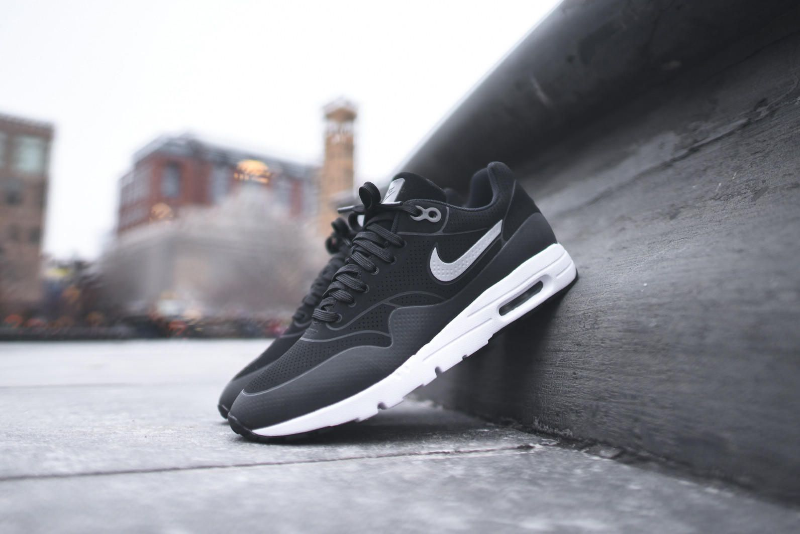 quality design a2269 fab8f NIKE WMNS Air Max 1 Ultra Moire - Black   Metallic Silver