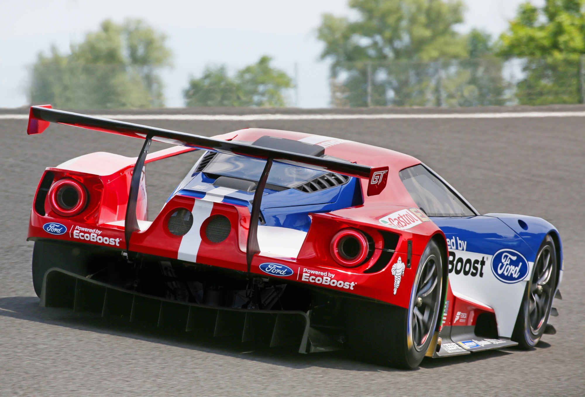 The Ford Gt Race Car Is A Declaration Of War On France Ford Gt Ford Gt Le Mans Ford Racing