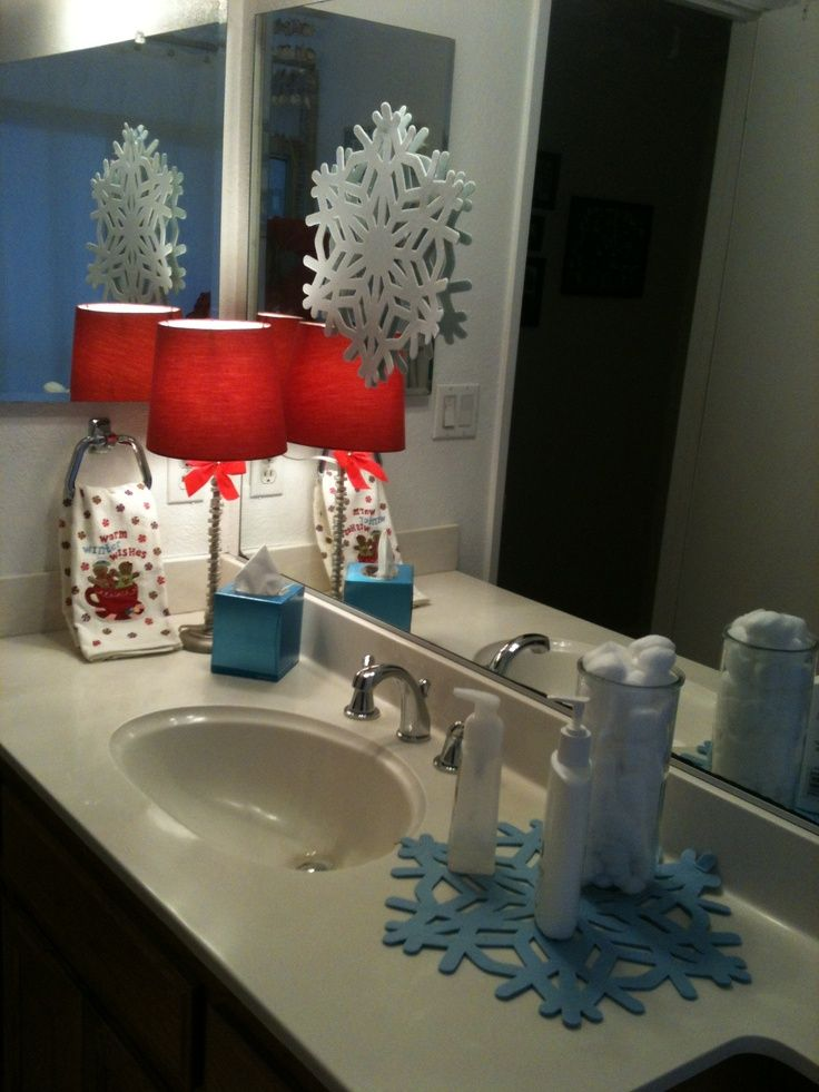 christmas decorating for the bathroom Holiday bathroom decor For