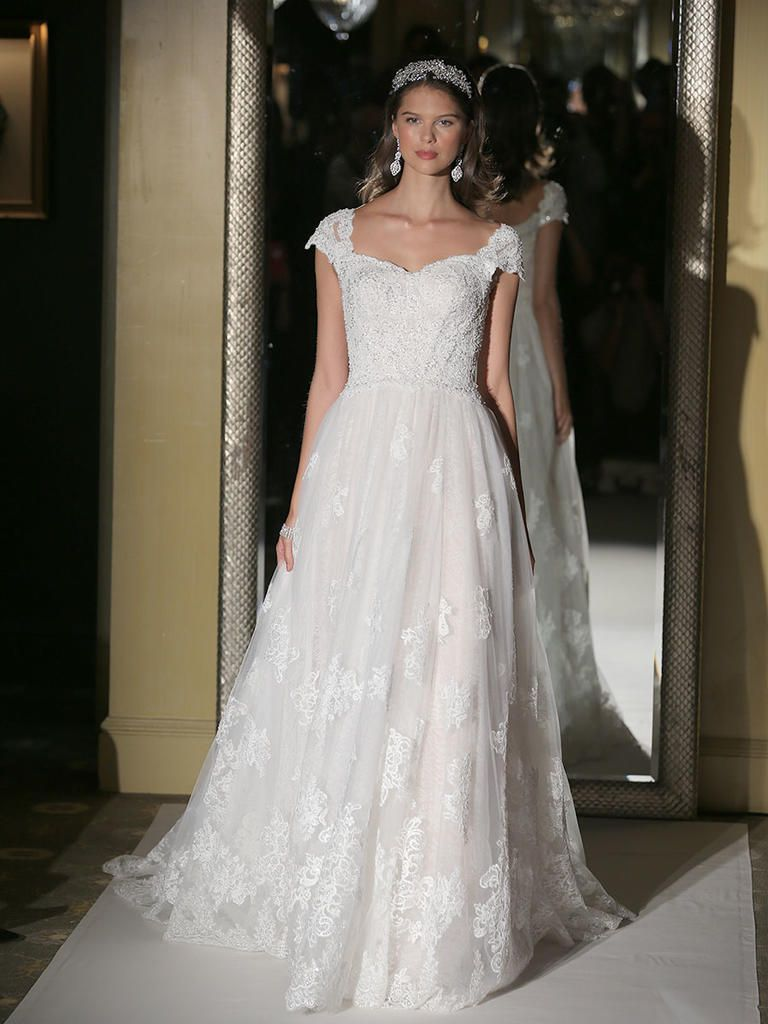 Oleg Cassini Fall 2017: Perfect for Ball Gown-Loving Brides | Spring ...