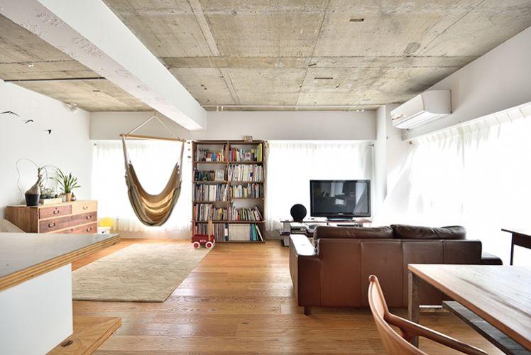 P 天井面はコンクリート躯体を現しに 梁は白く塗装 ラフすぎず 小