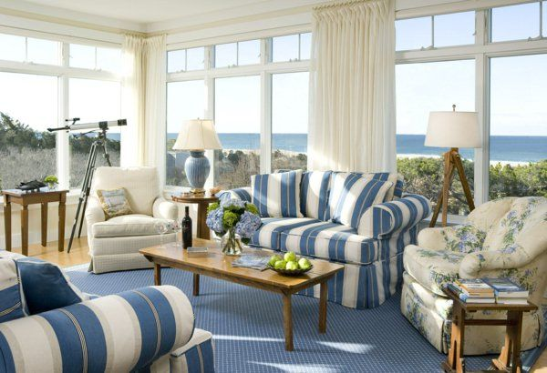 Wohnzimmer Einrichten Landhausstil Streifen Blauer Teppich Panoramafenster