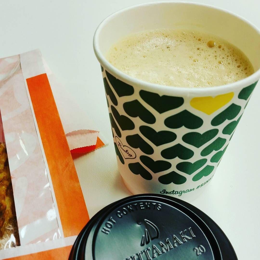 Today I chose green! This coffee made me smile  Perjantaiaamuni alkoi kahvilla! Ja se sai minut hymyilemään! #latte #coffee #instacoffee #coffeelover #coffeelovers #morningcoffee #morninglatte #takeawaycoffee #takeawaylatte #coffeeaddict #rkioski #sinkkumuki #kahviakotiisi by vinnminn