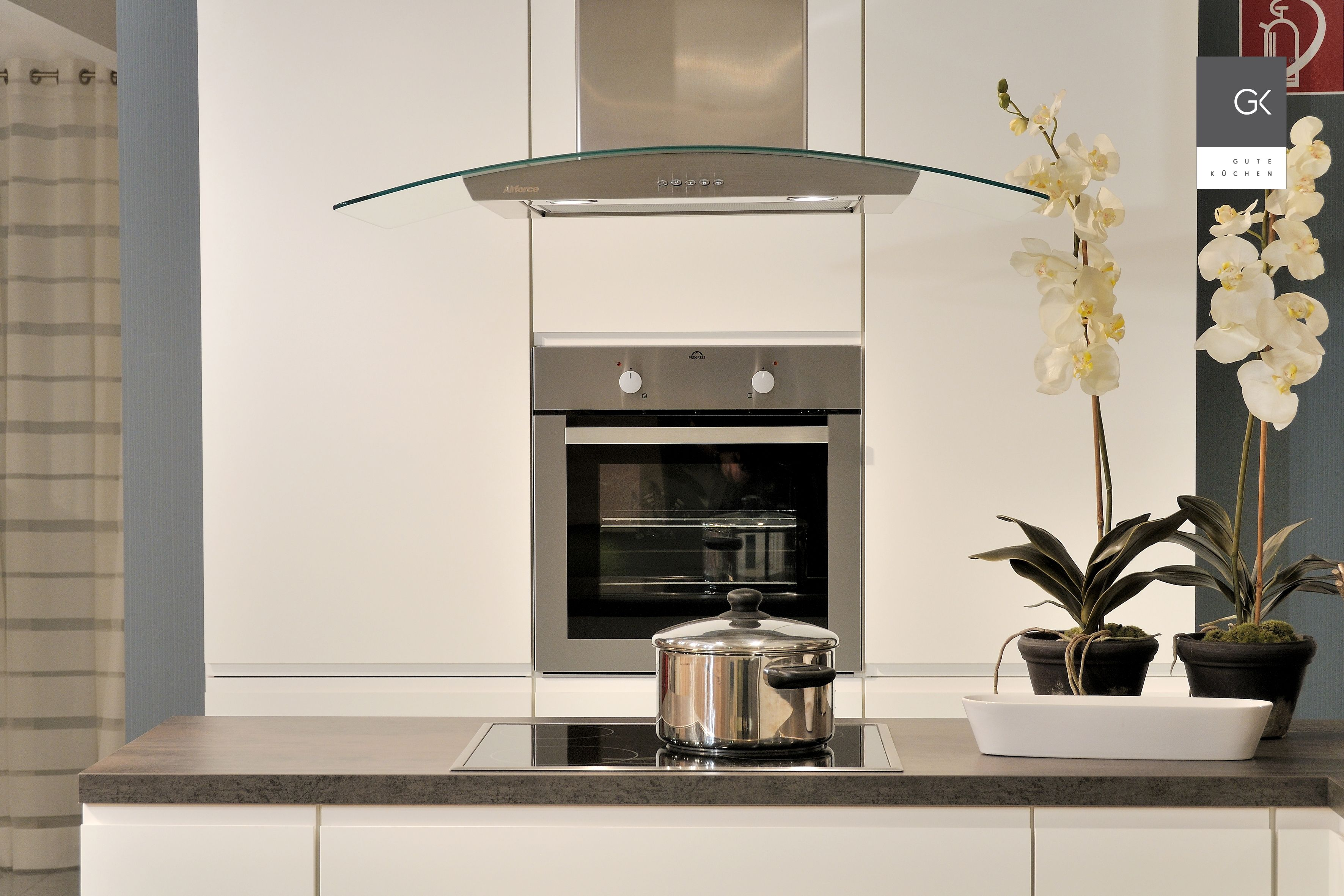 moderne abzugshaube perfect die offene kche in wei. Black Bedroom Furniture Sets. Home Design Ideas