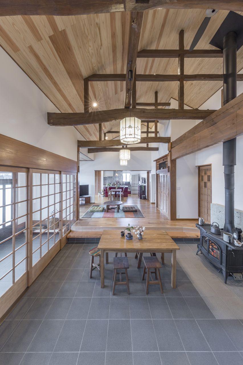 広々とした土間と 高い天井で開放感抜群 かっこいい古民家風