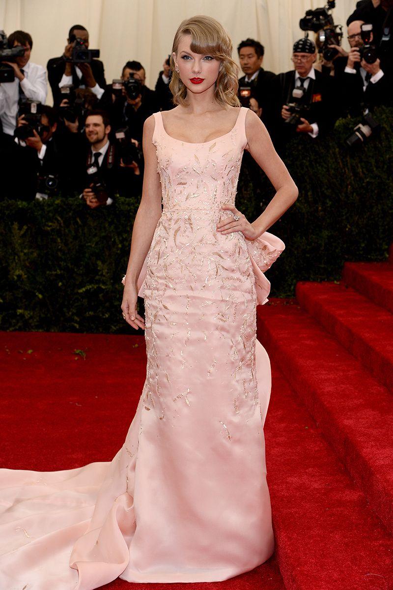 Taylor swift vestido de oscar de la renta gala met joyas