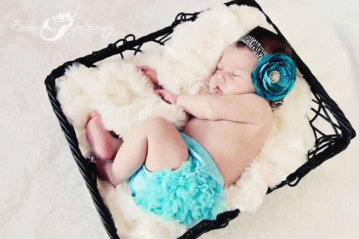 Newborn photography by Sereia Photography.