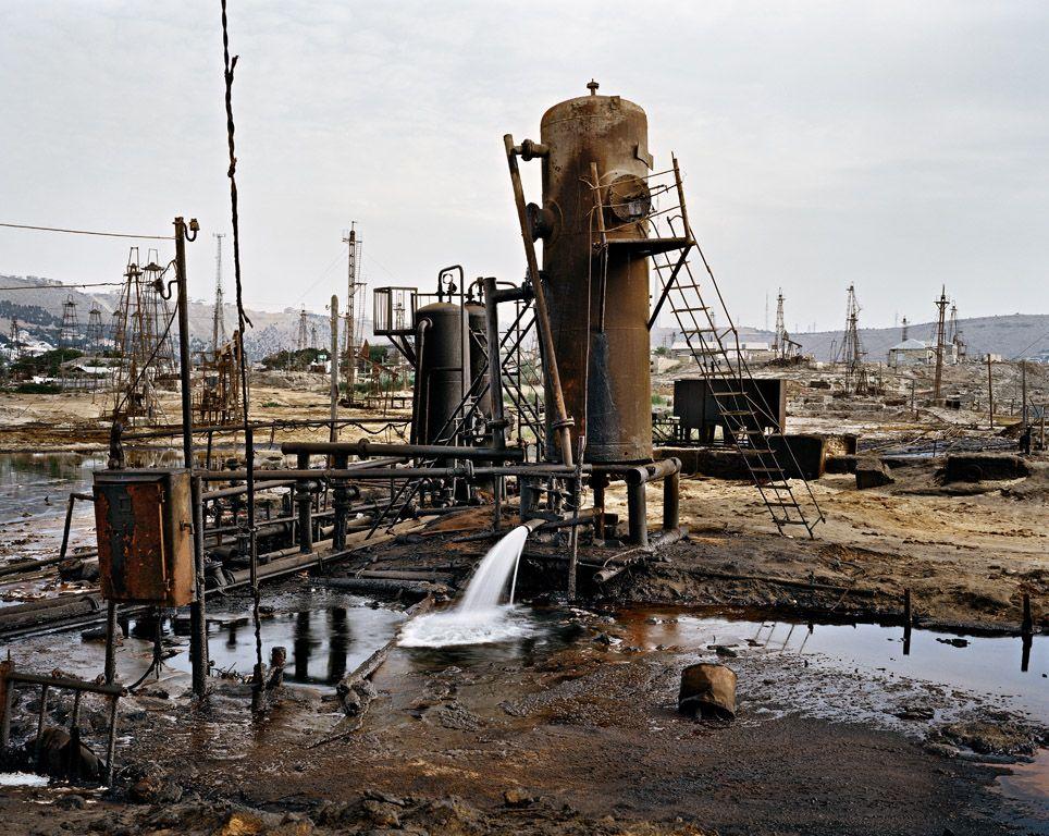 Oilfields In Baku Azerbaijan Photograph By Edward Burtynsky Paysage Industriel Paysage Photographie